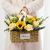 2朵向日葵,11朵香槟玫瑰,小雏菊间插,尤加利叶间插;,草编手提花篮一个;,