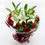 爱的永恒-2枝白色多头百合+11朵红玫瑰