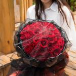 浪漫告白-33朵红玫瑰黑纱花束