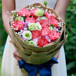 幸福美滿-11朵康乃馨洋桔梗混搭