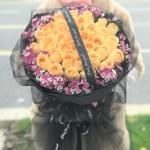 心有灵犀-33朵香槟玫瑰黑纱花束