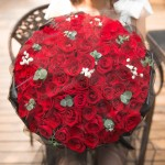 浪漫之心-99朵红玫瑰黑纱花束