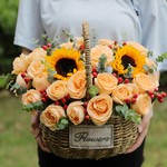 灿烂每天-19枝香槟玫瑰向日葵混搭手提花篮