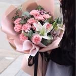 溫馨問候-11朵粉色康乃馨+1枝多頭百合花束