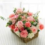 体贴入微-玫瑰康乃馨混搭手提花篮