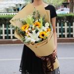 生如夏花-5朵向日葵+3枝多头白百合花束