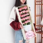 寸草-19枝粉色康乃馨礼盒