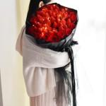 一生有你-33颗草莓+11朵红玫瑰花束